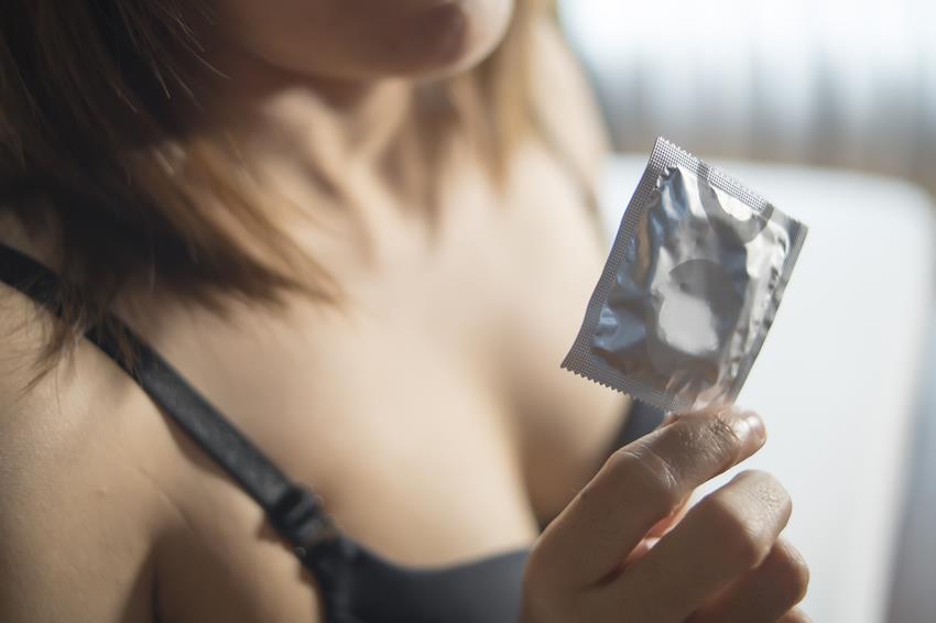 Prezerwatywy smakowe - jak stosować? Smaki rozkoszy