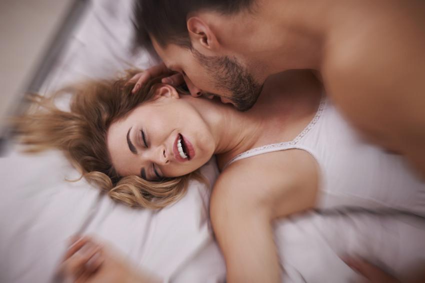Jak doprowadzić kobietę do orgazmu? 5 polecanych sposobów
